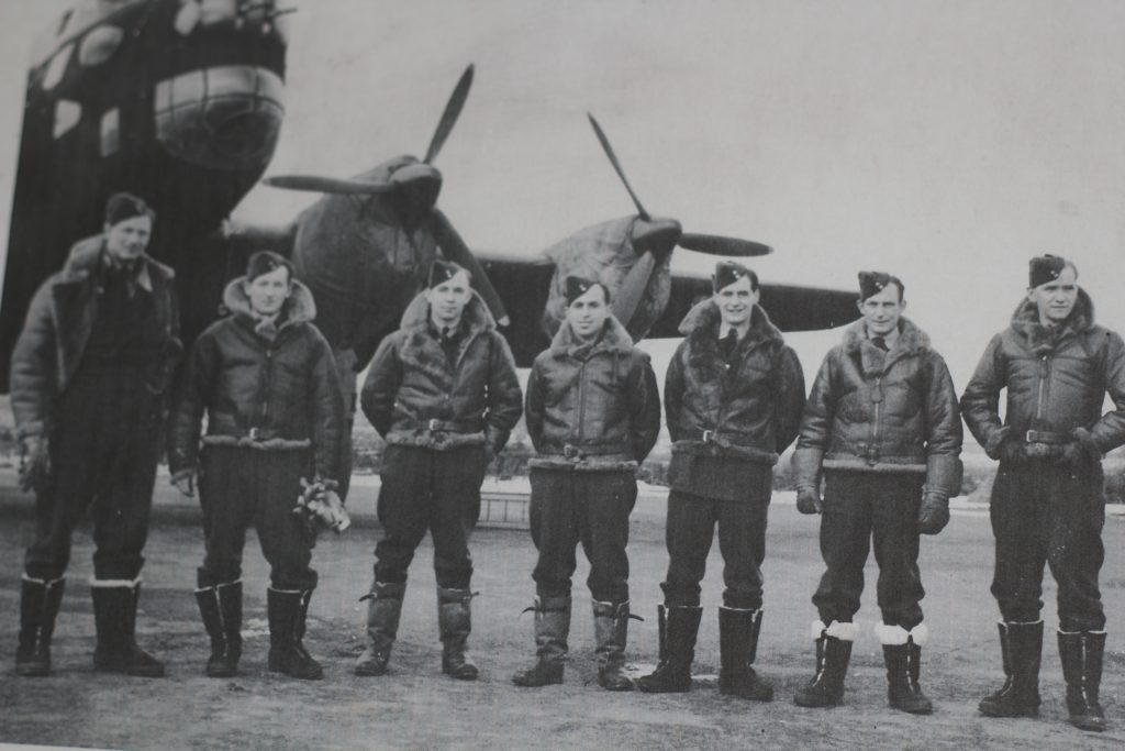 Jewish RCAF airmen pose in front of plane in Second World War
